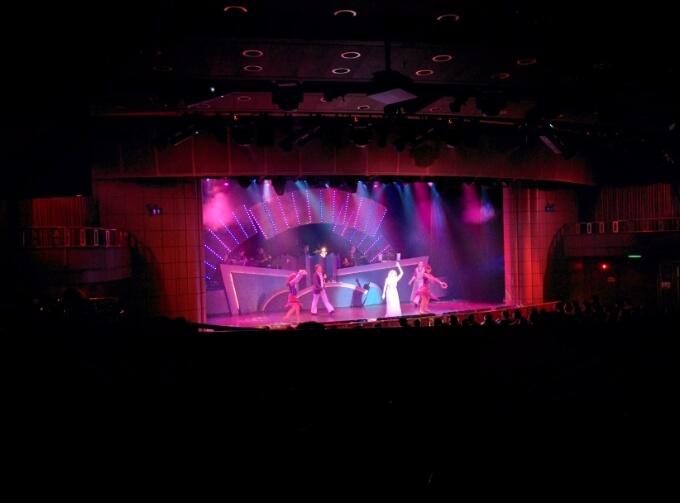 ダイヤモンド・プリンセス船内のシアターステージ