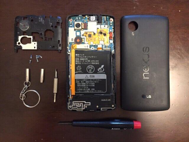 Nexus 5を分解した様子