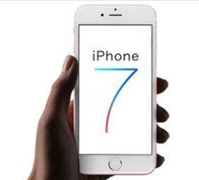 iPhone7を片手で持っている写真