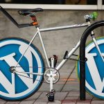 WordPressの模様がついたロードバイク