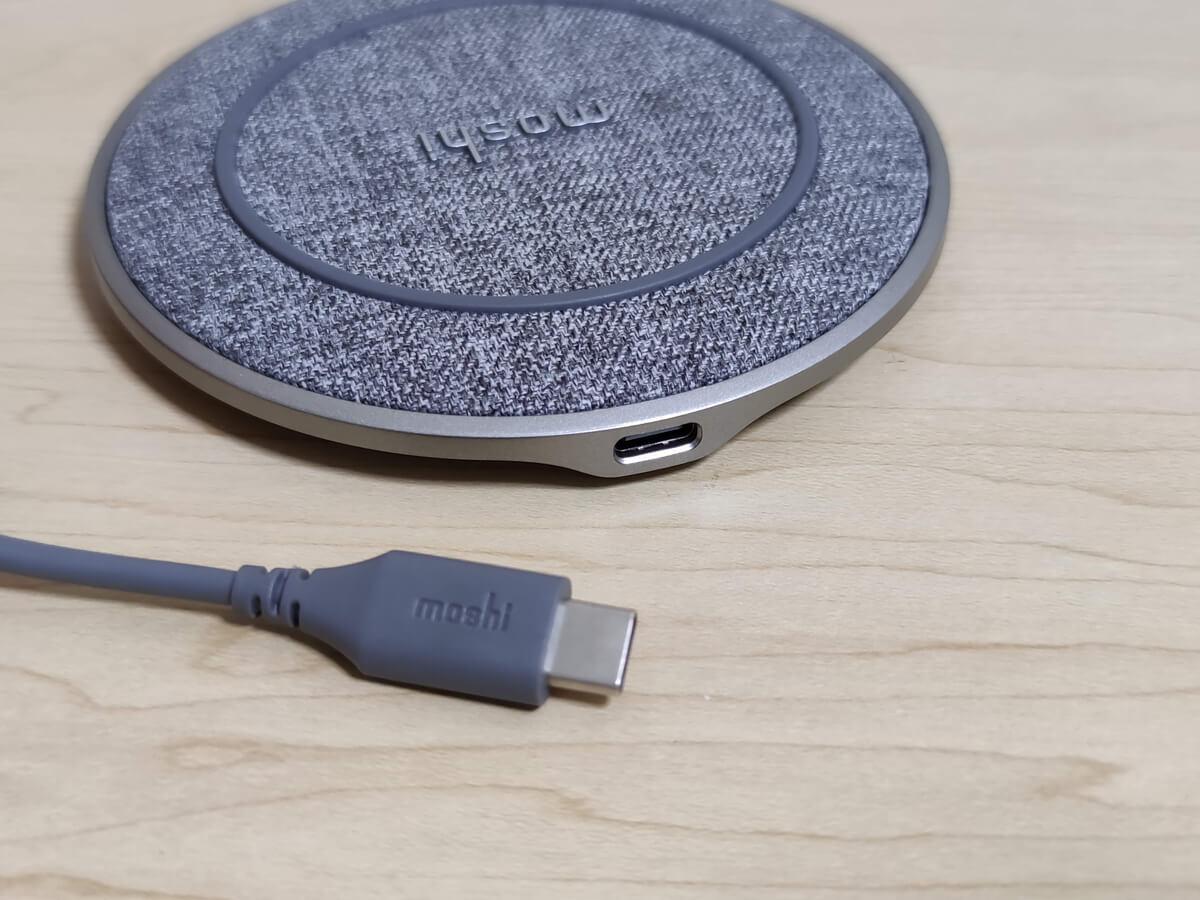moshi otto QはUSB-C給電。USB-A~USB-Cケーブルも付属します