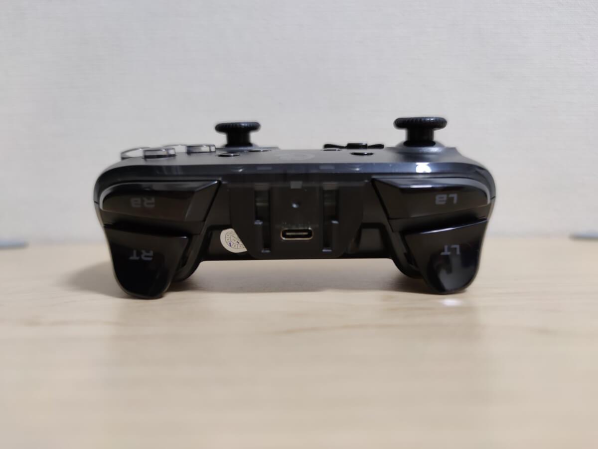 GameSir T4 Proの向こう側の人差し指系ボタンと充電用のUSB-C口