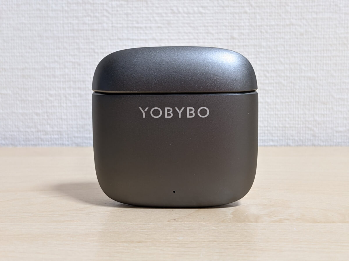 ZIP20 完全ワイヤレスイヤホン ケース 表側 YOBYBOロゴ