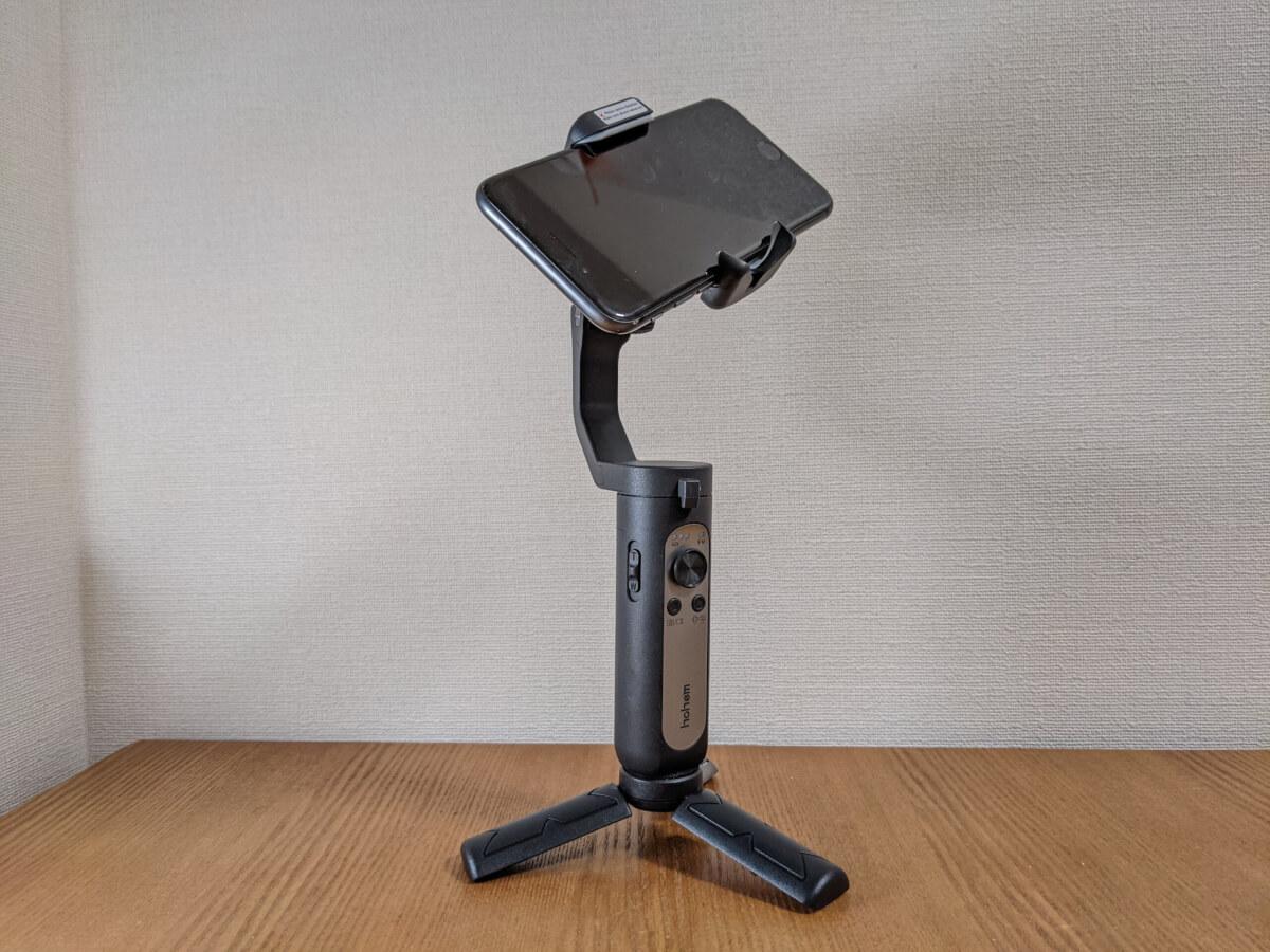 hohem iSteady X スマホジンバル iPhone 8を装着して三脚で立てた様子